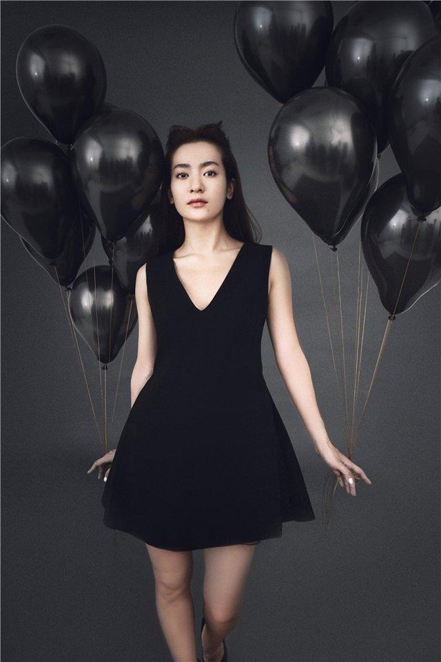 女星李晟气质迷人写真照