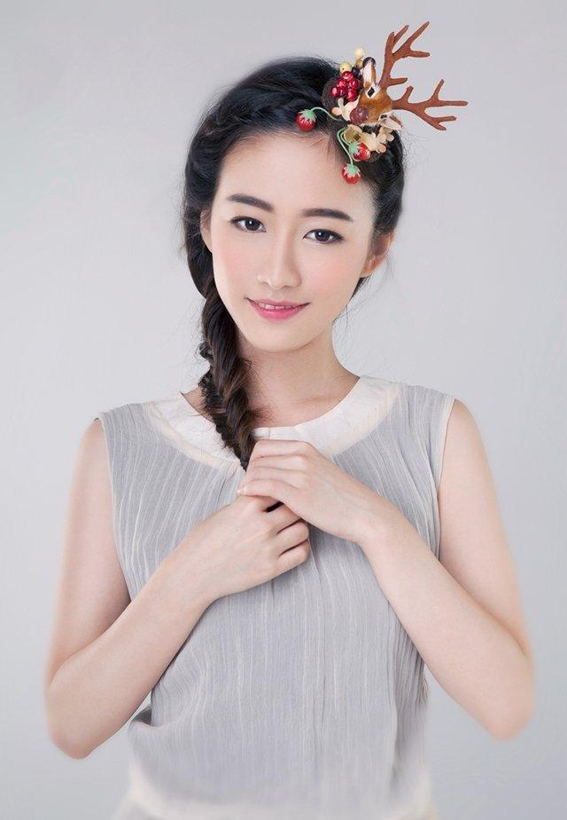 90后女星刘美含清新迷人写真