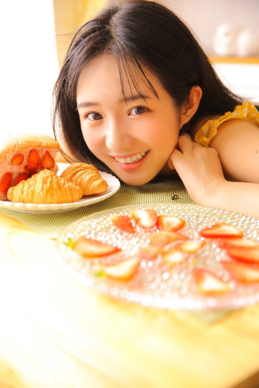 00后草莓女孩私房美食诱惑写真