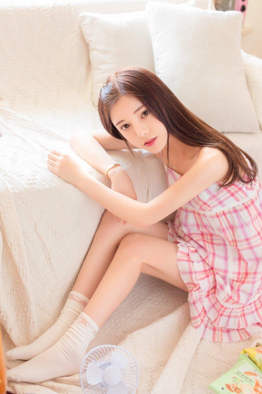 公主系少女私房美腿诱人写真