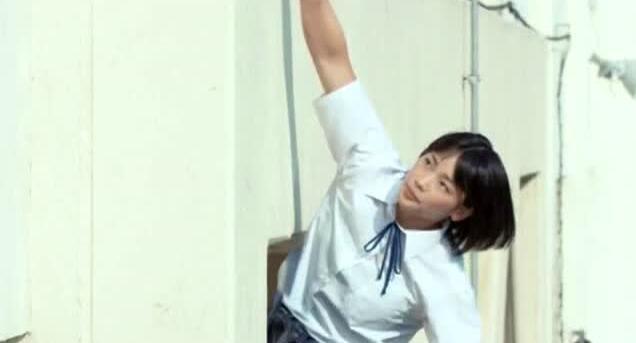 日本女生迟到竟这样进教室