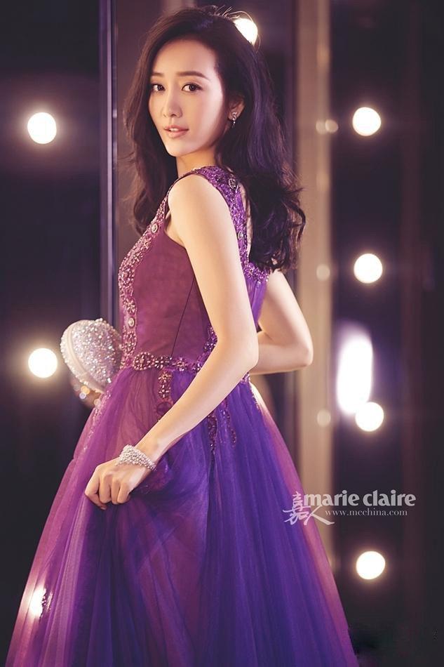 王鸥紫色礼服写真照高贵大气