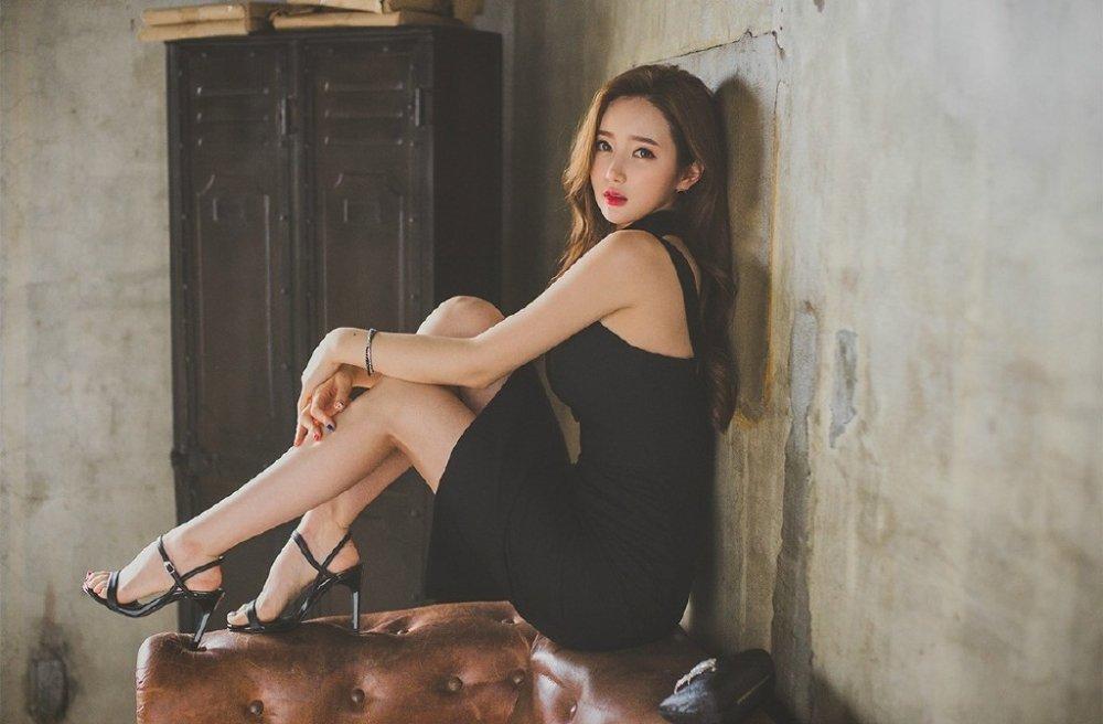 韩国明星长腿高挑养眼写真