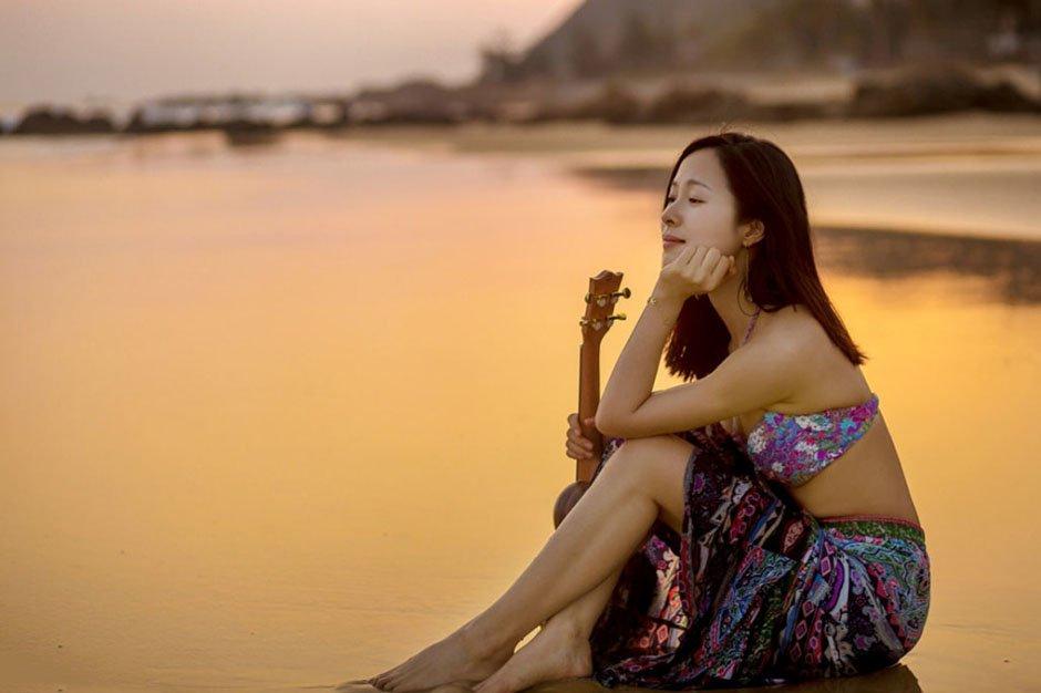 江一燕沙滩比基尼性感写真