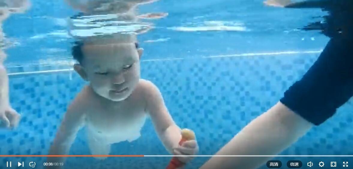 小baby从小就会潜水,不如婴儿系列...