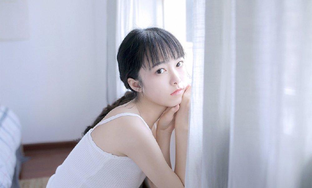 素颜少女白嫩肌肤私房内衣氧气写真图片