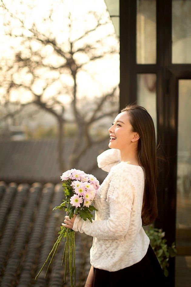 孙茜唯美鲜花迷人高清写真