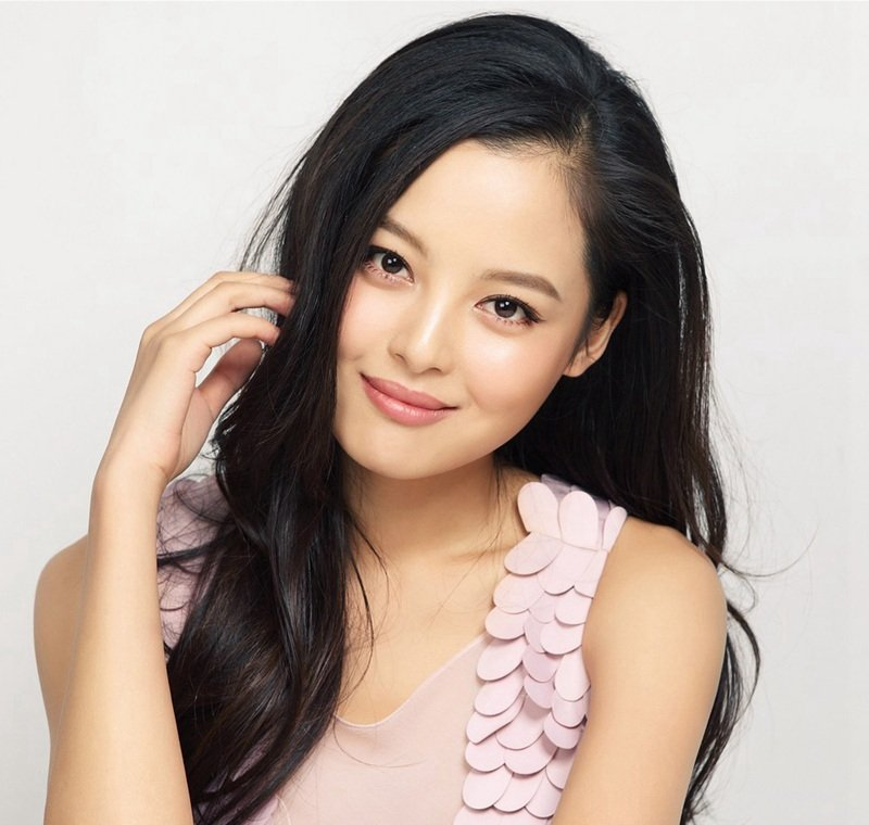 内地女演员辛芷蕾时尚街拍照