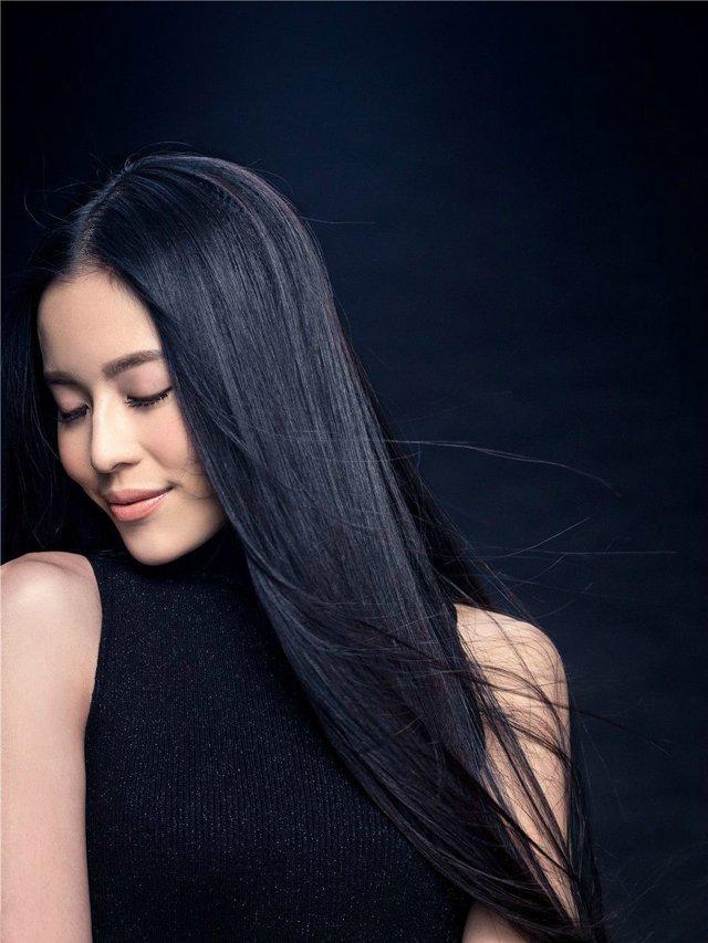 氧气美女温心黑色短裙迷人写真