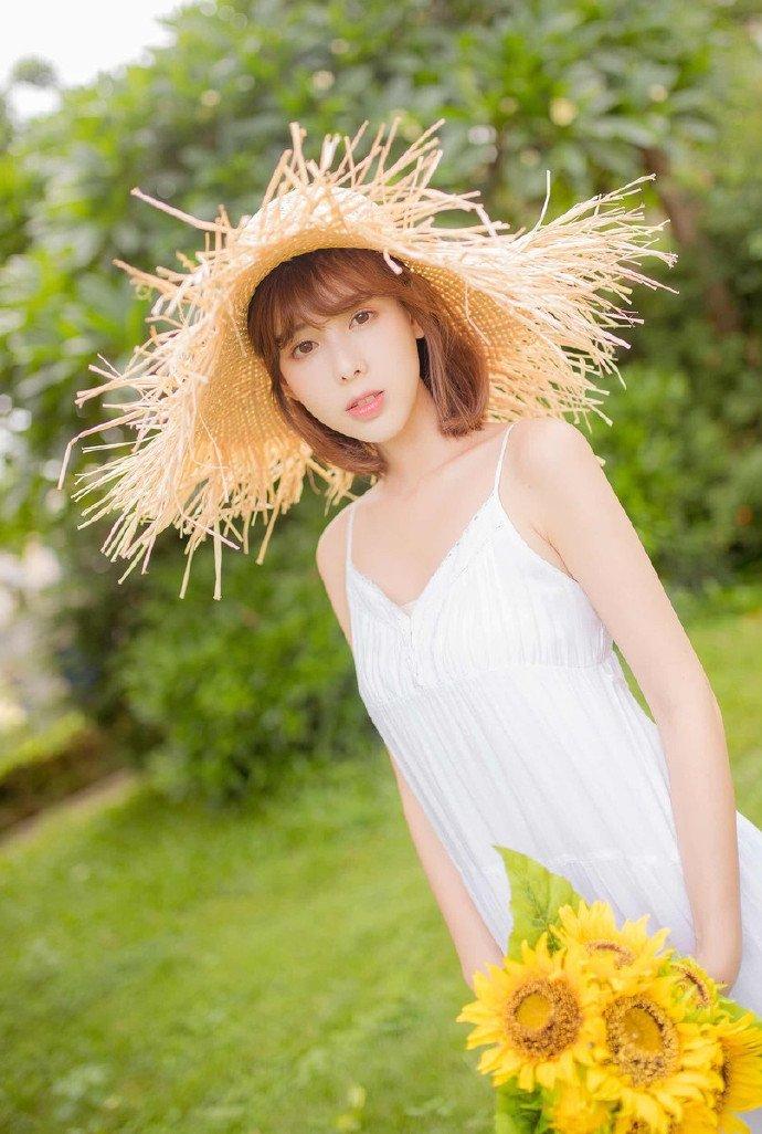 娇嫩美女长裙清纯梦幻写真图片
