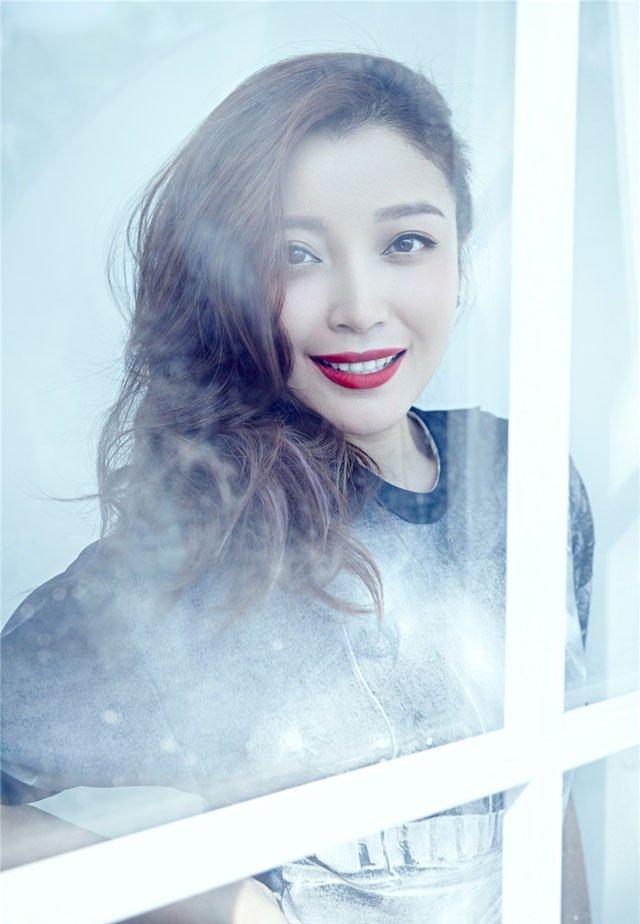 高晓菲妩媚红唇高清写真照