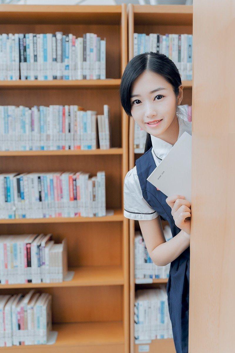 图书馆气质美女清纯养眼图片