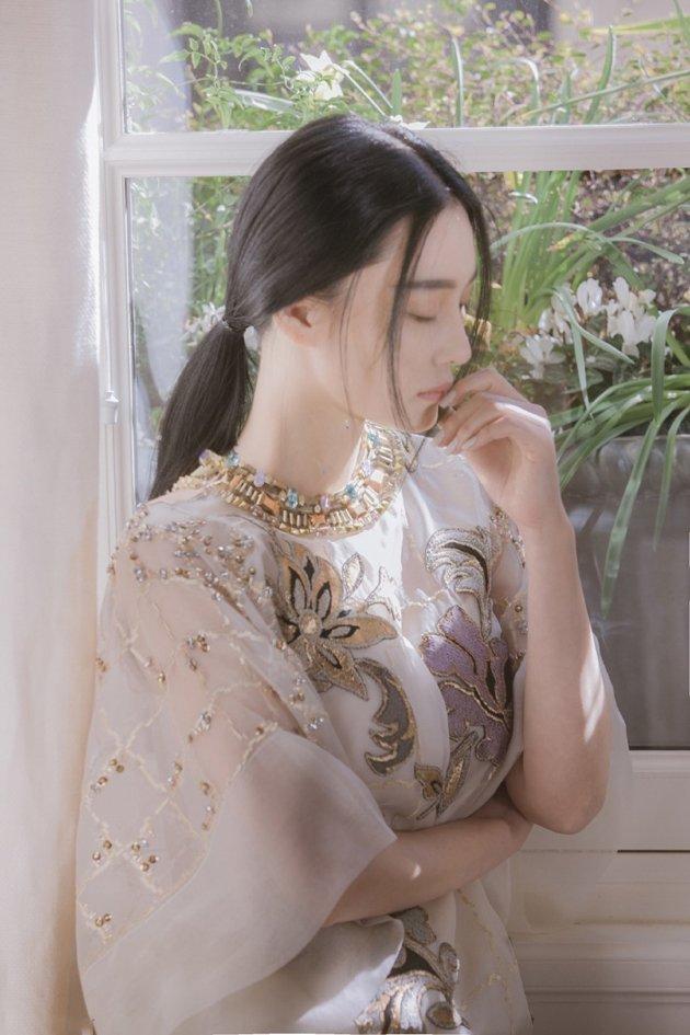张馨予薄纱短裙清新迷人写真