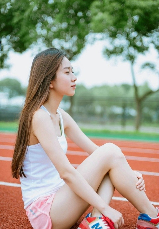 校园运动装美女可爱甜美写真