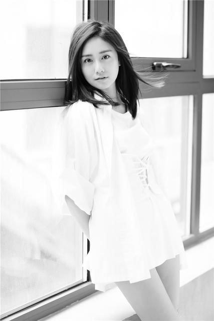 刘芸文黑白写真图片