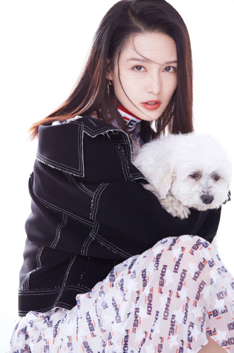 李沁百变风格时尚杂志写真