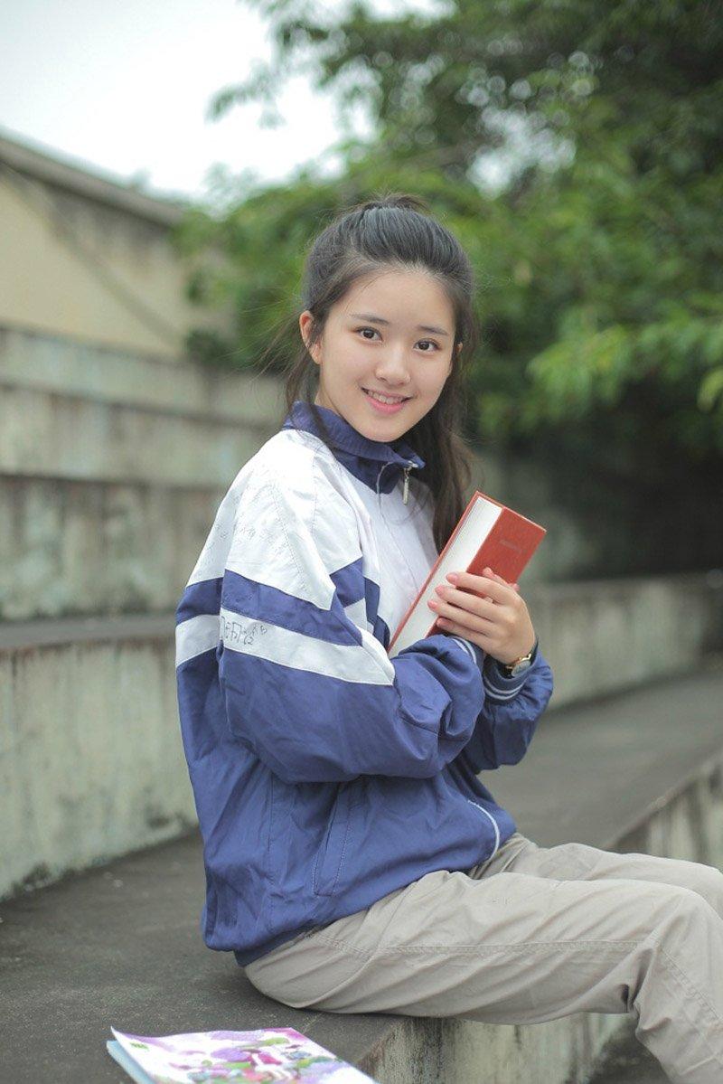 清纯可爱美女校服写真图片
