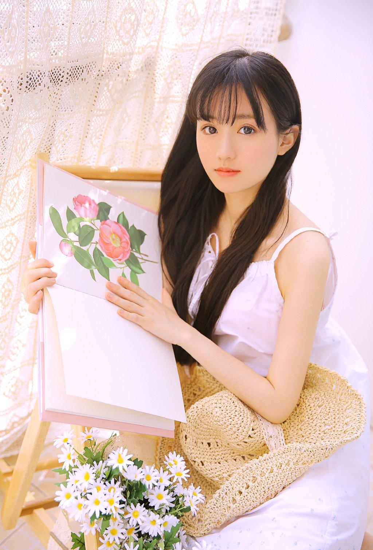 元气少女性感吊带白裙写真图