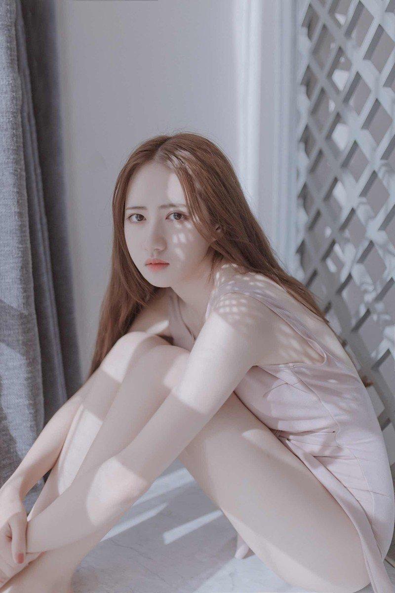 高挑细长腿美女模特性感身体艺术写真
