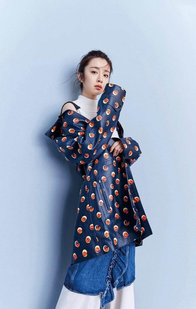 王晓晨清新时尚杂志写真