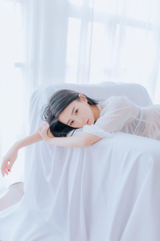 私房性感睡衣美女身材玲珑