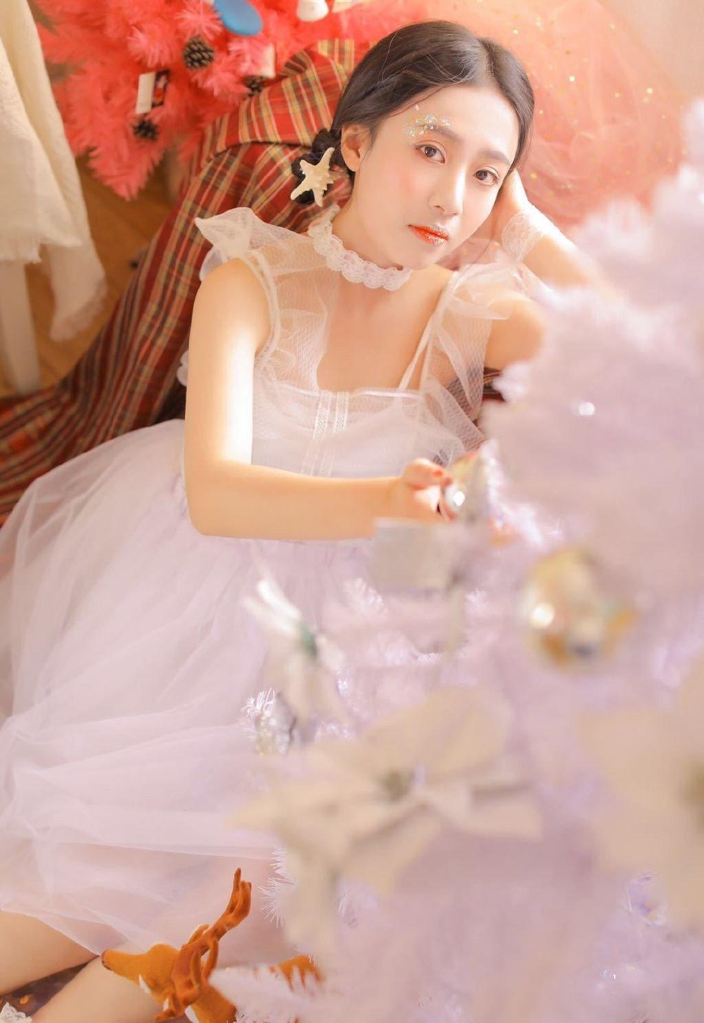 梦幻少女蕾丝白纱美女私房性感写真