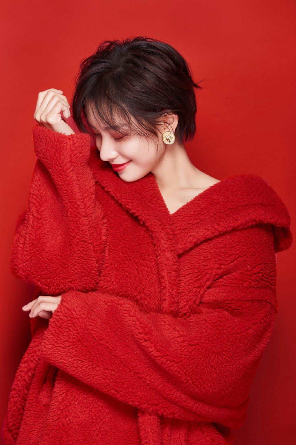 冯若绮红色性感靓丽写真图片