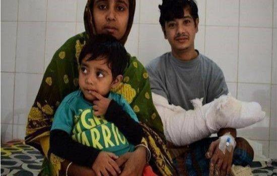 印度一男子得怪病,长满树枝,妻子生完两个孩子后,弃他而去!_图3