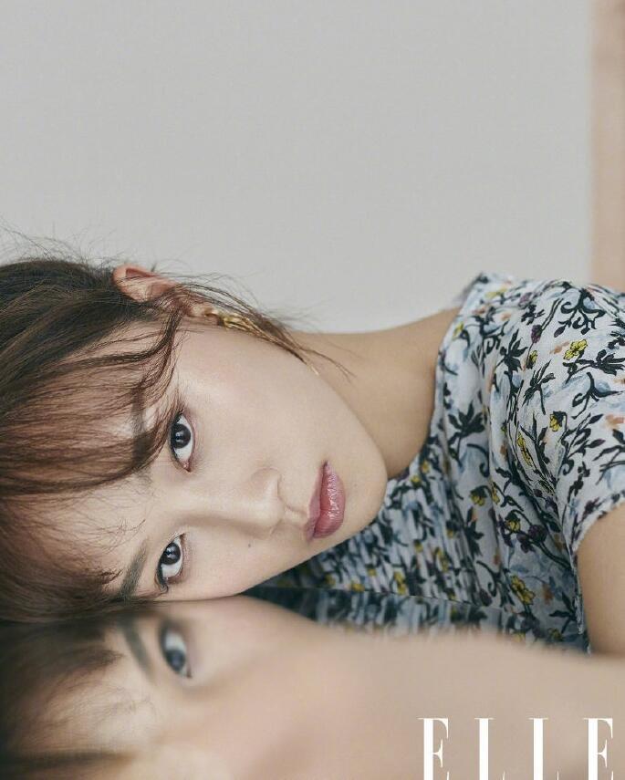 美女明星蓝盈莹《elle》杂志封面图片