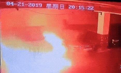 上海特斯拉自燃,连带奥迪一起烧成废铁