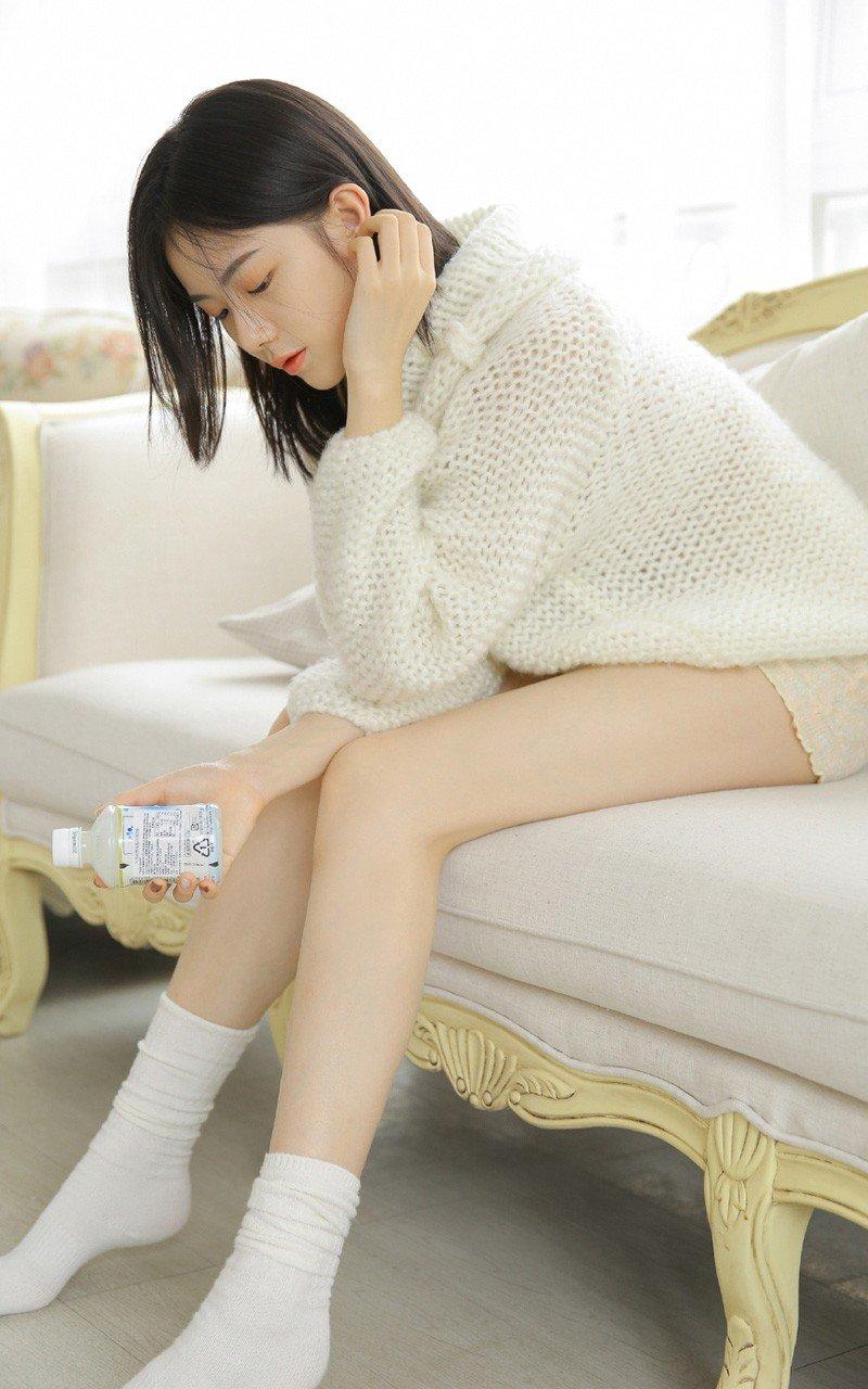 沙发长腿美女撩人清新美女私房照片
