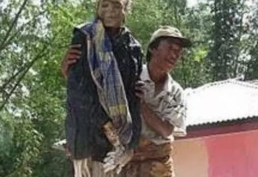 印尼神秘的部落:人死后会自己步行前往坟墓