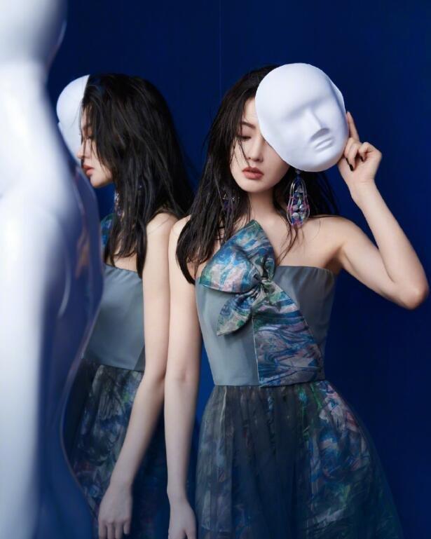 张天爱《时装杂志》封面图片