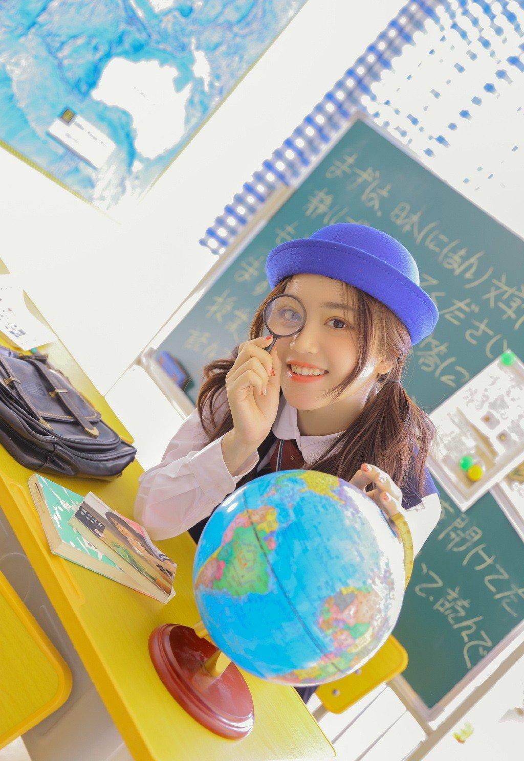 台湾美女大学生教室制服诱惑写真图片