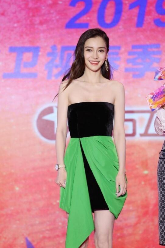 杨颖甜美可爱活动照