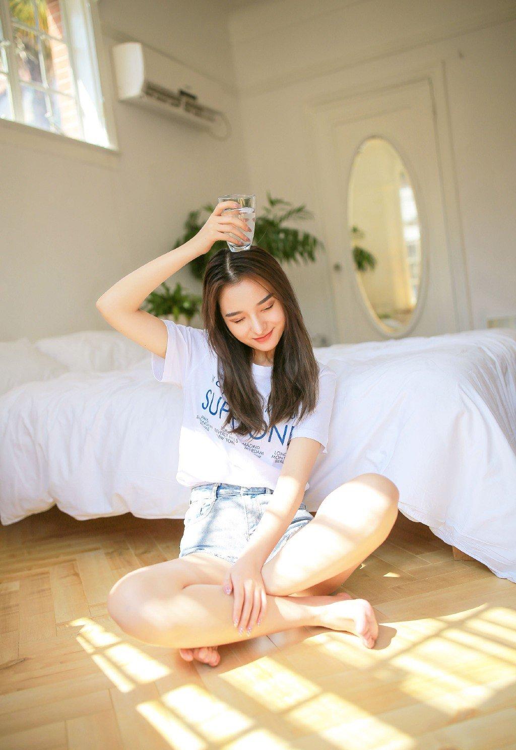 清爽长发美女妩媚甜美性感写真图片