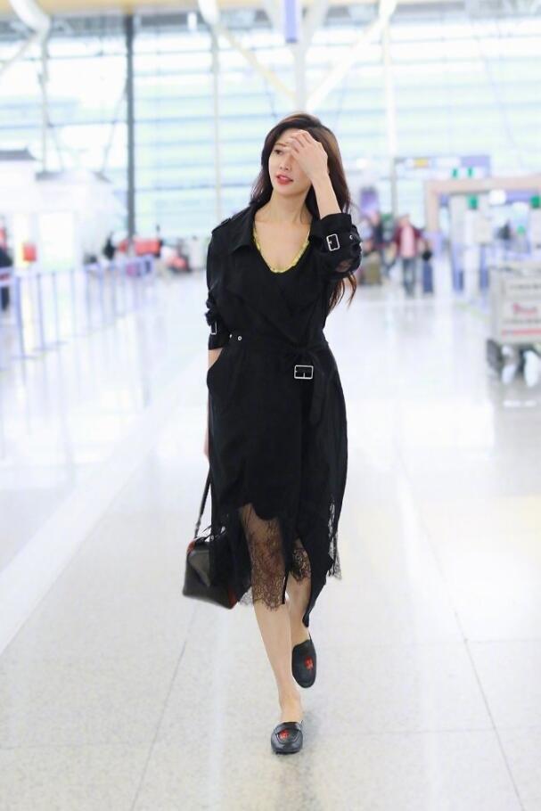 林志玲黑色风衣凹显性感身材美照