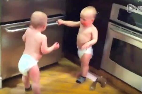 双胞胎宝宝的对话你能听懂吗?