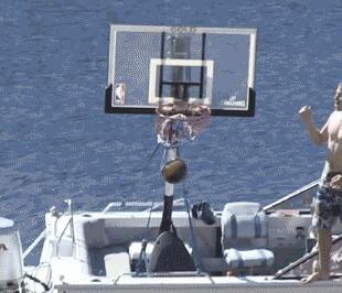 这样的投篮方式你一定没见过