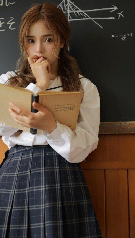 教室美女学院风性感制服诱惑写真