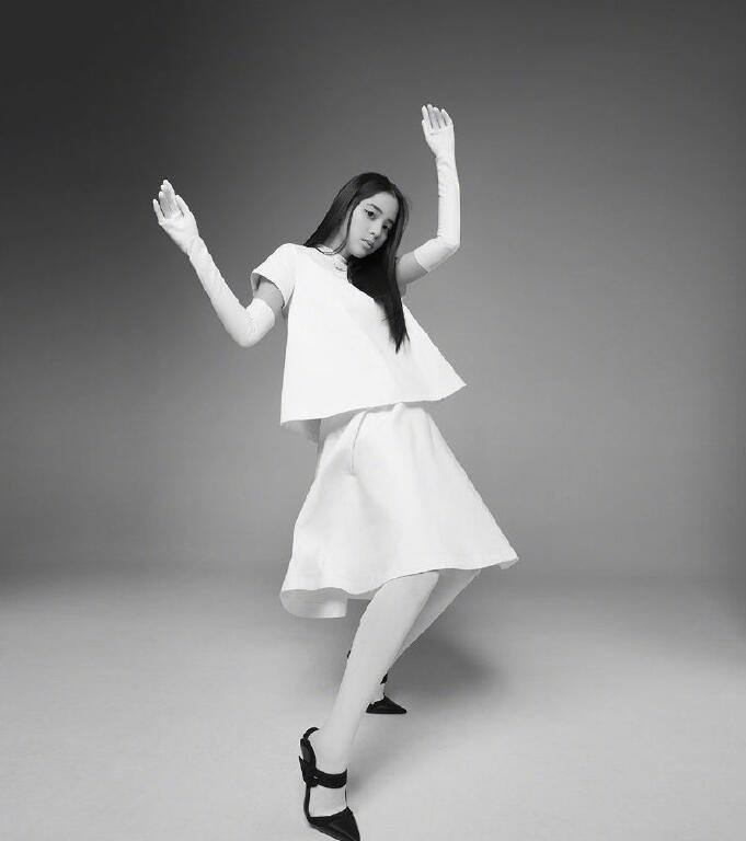 欧阳娜娜《NYLON尼龙》封面图片