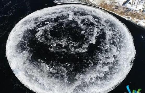 """缅因河上旋转的冰盘吸引了数百万人 被称为""""冰冻麦田圈"""""""