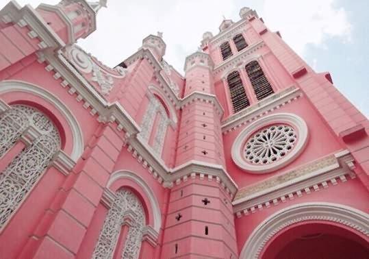 教堂居然还有粉色的 真是太罕见了!