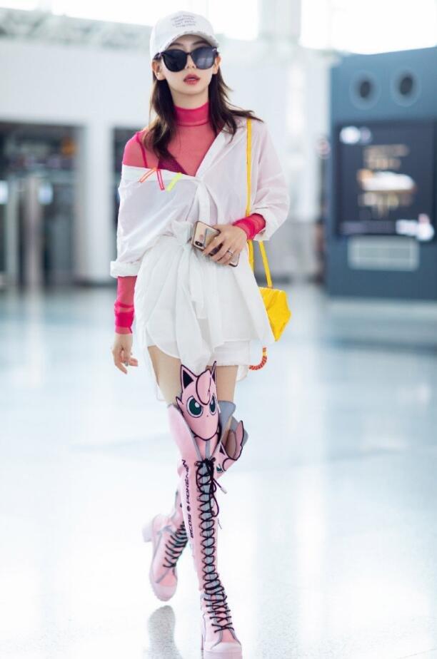 戚薇襯衫裙北京機場街拍圖