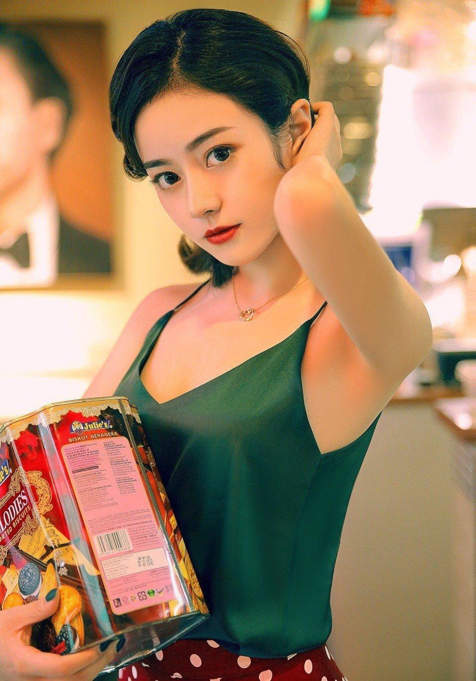 文艺复古美女性感诱人美女艺术写真