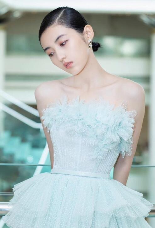 內地女演員張子楓上海電影節紅毯造型