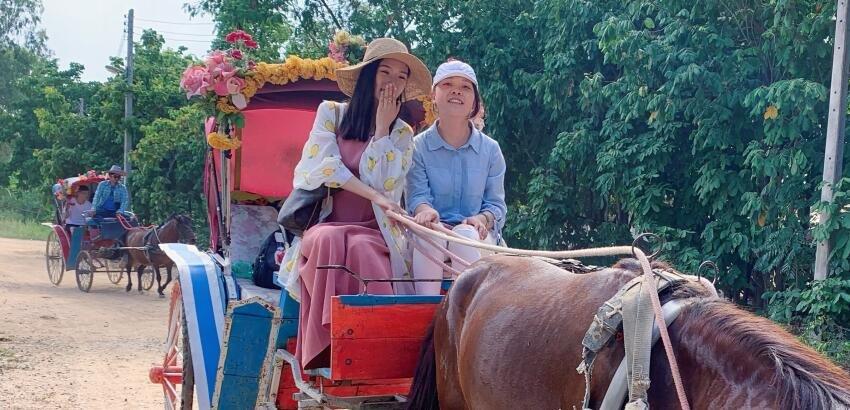 仝爱爱出国度假,竟然还会赶马车