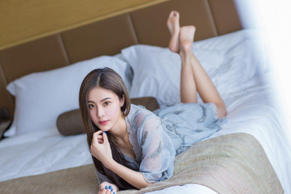 宅男女神蕾丝裙高挑长腿诱人美女写真