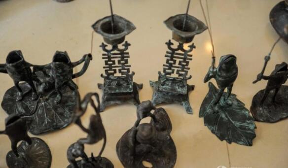 这个老人一辈子收藏了近千盏古灯 都是稀罕货!