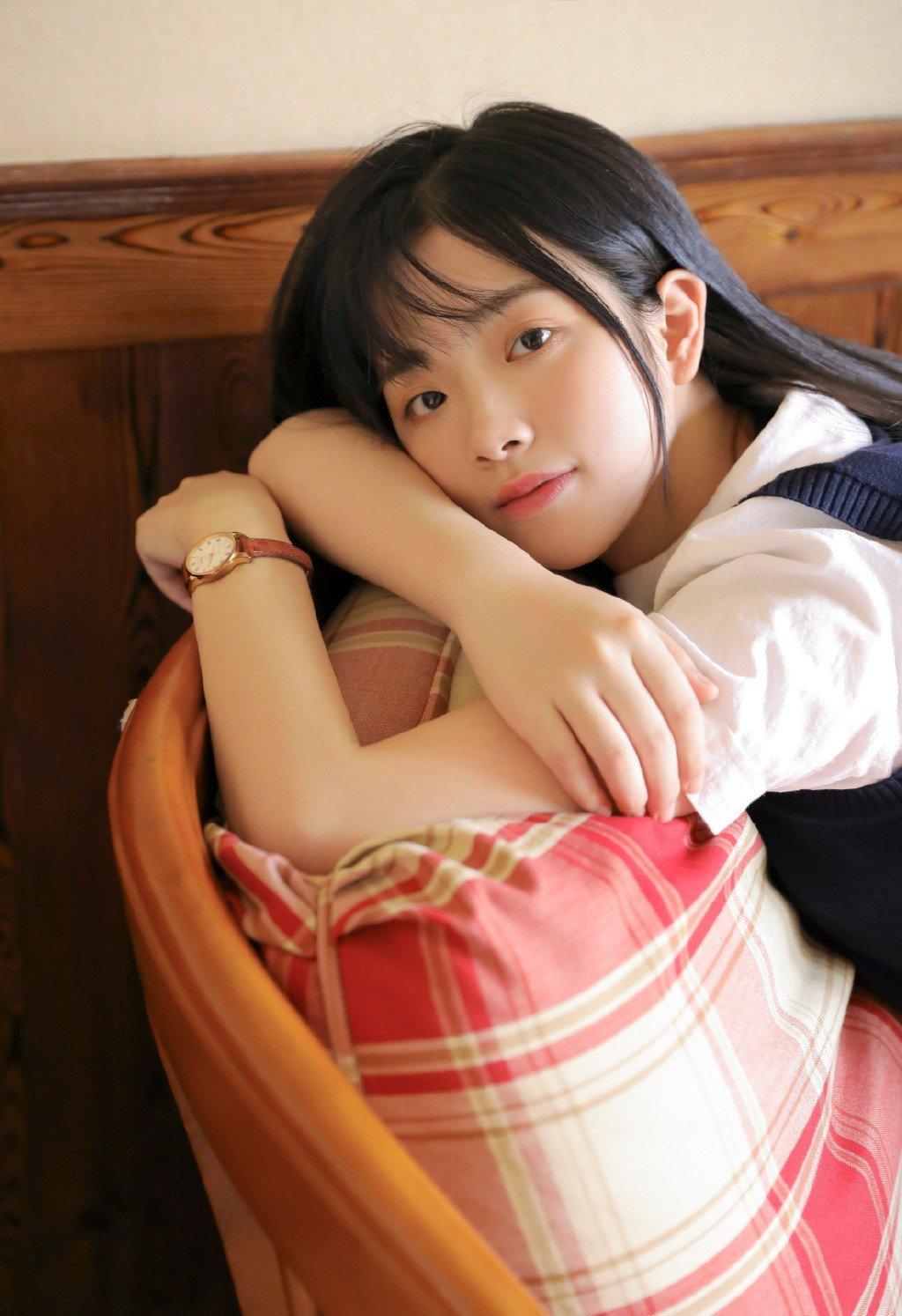 日系制服美女丝袜美腿诱人性感写真